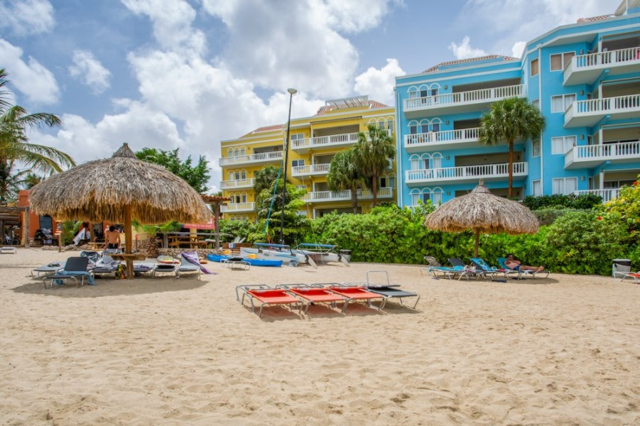 RE/MAX real estate, Curacao, Blue Bay Golf & Beach Resort, Blue Emerald 22: oceanfront vacation apartment in Caribbean for sale