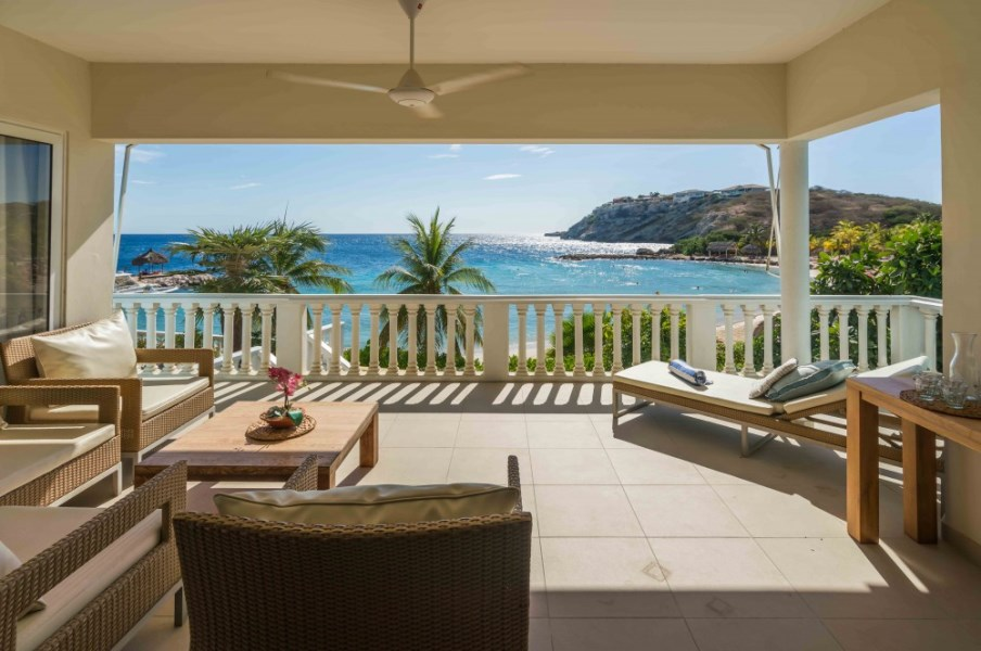 RE/MAX real estate, Curacao, Blue Bay Golf & Beach Resort, Blue Emerald 10: Luxurious 3-bedroom apartment on private beach