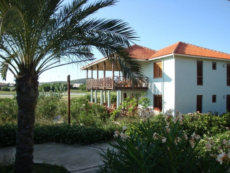 RE/MAX real estate, Curacao, Blue Bay Golf & Beach Resort, Blue Bay Village 25 - completely furnished villa on first floor