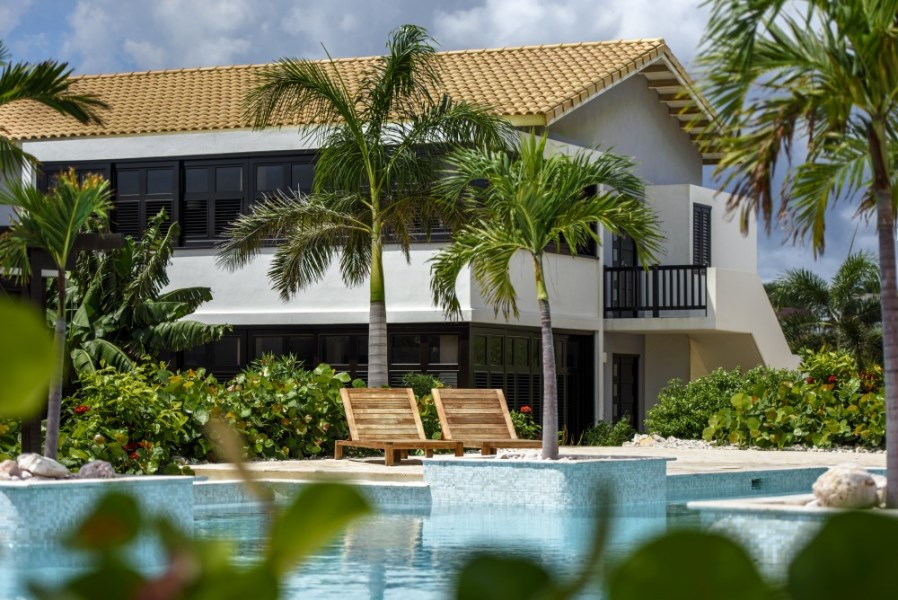 RE/MAX real estate, Curacao, Blue Bay Golf & Beach Resort, Great price: 2-bedroom apartments for sale with rental pool near beach