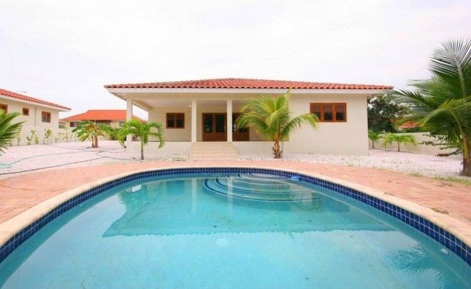 RE/MAX real estate, Curacao, Blue Bay Golf & Beach Resort, Spacious villa for rent with private pool on centrally located resort