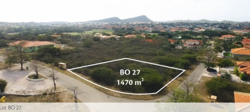 RE/MAX real estate, Curacao, Blue Bay Golf & Beach Resort, Blue Bay: corner lot for sale in gated community with beach and golf