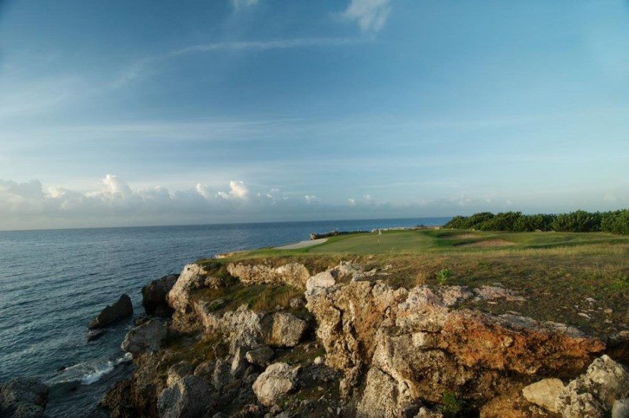 RE/MAX real estate, Curacao, Blue Bay Golf & Beach Resort, OPPORTUNITY- last lot for sale on golf course with sea view in BlueBay