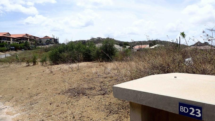 RE/MAX real estate, Curacao, Blue Bay, Blue Bay: Well located spacious lot for sale on secured resort