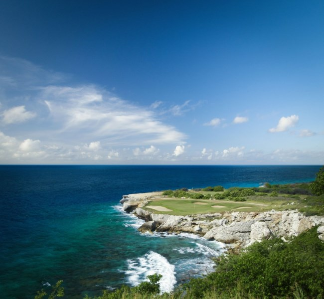 RE/MAX real estate, Curacao, Blue Bay Golf & Beach Resort, Blue Bay lot no. BB-51 offers amazing ocean views and privacy!