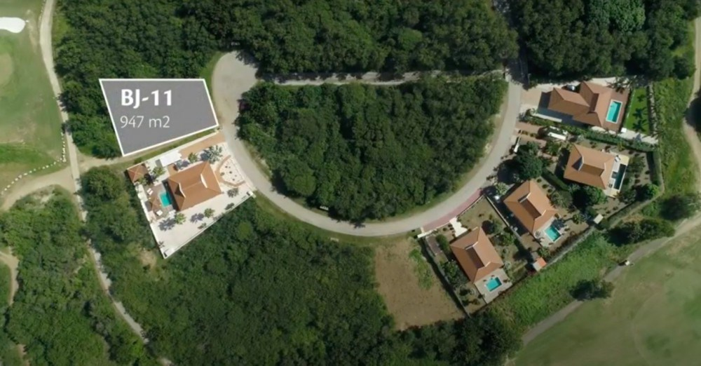 RE/MAX real estate, Curacao, Blue Bay Golf & Beach Resort, Blue Bay BJ-11: spacious lot near golf clubhouse and tennis