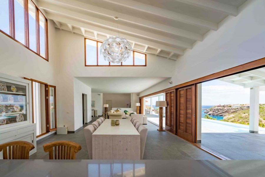 RE/MAX real estate, Curacao, Blue Bay Golf & Beach Resort, Blue Bay Beauty - stunning modern villa with ocean views and pool