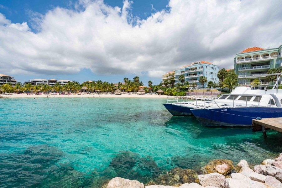 RE/MAX real estate, Curacao, Blue Bay Golf & Beach Resort, Blue Emerald 17: Spacious oceanfront penthouse in Caribbean for sale