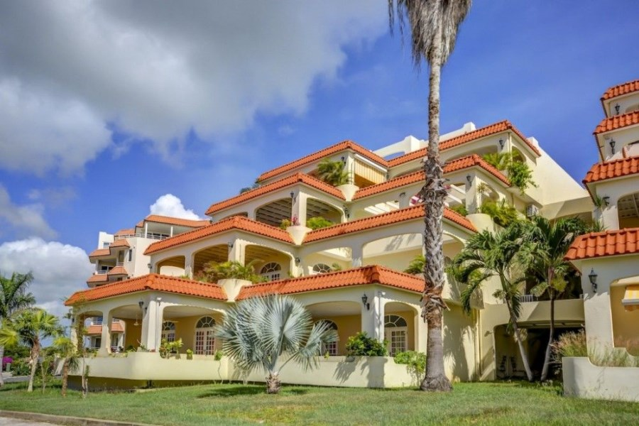 RE/MAX real estate, Curacao, Royal Palm Resort, Penthouse with fantastic sea view and 2 indoor garages - incl. rental