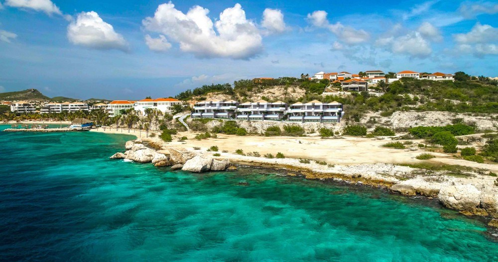 RE/MAX real estate, Curacao, Blue Bay, The Ridge- 2 bedroom apartment w. infinity pool in gated golfcommunity