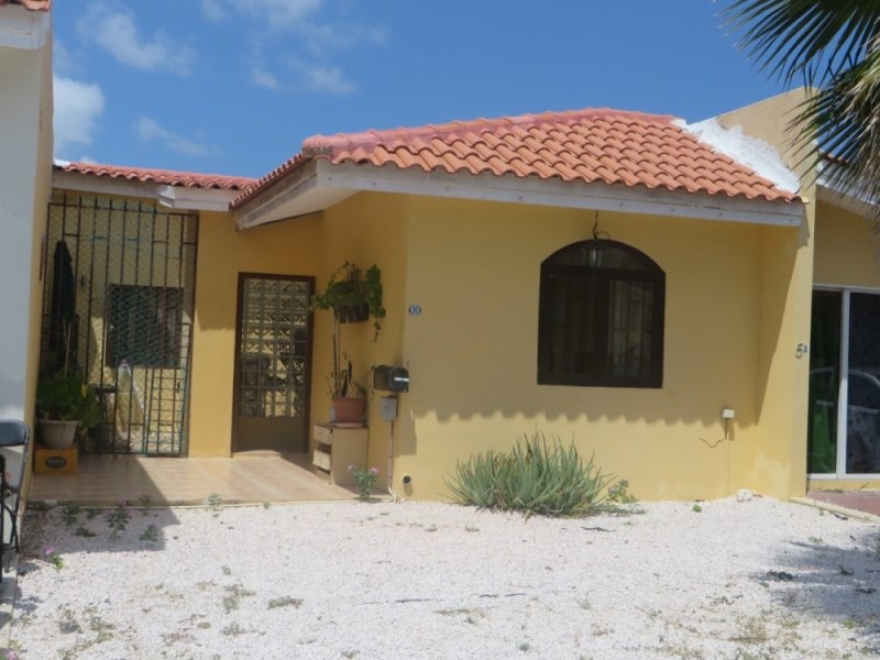 RE/MAX real estate, Curacao, Zuurzak, Possibly the cheapest house on Villapark Zuurzak - for quick sale!