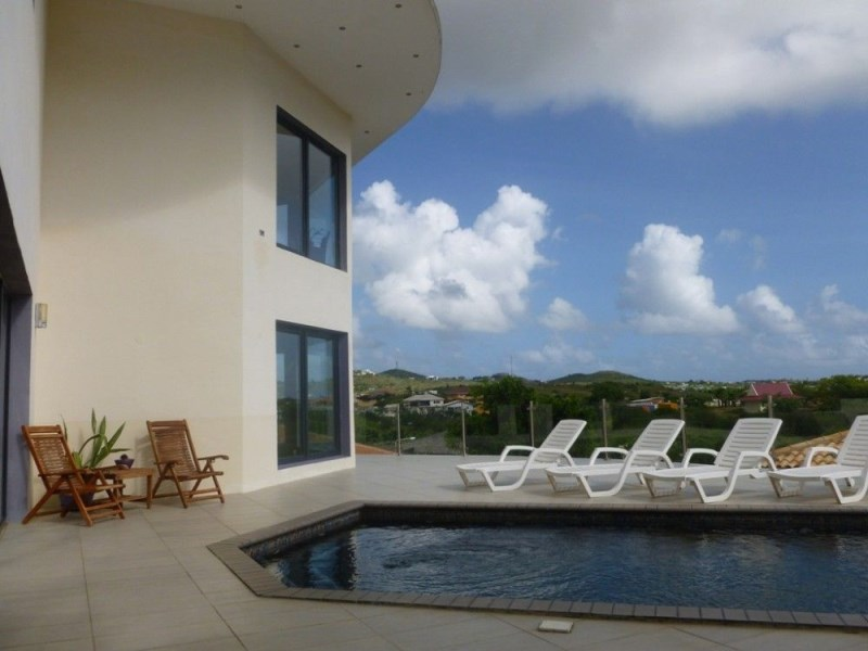 RE/MAX real estate, Curacao, Brakkeput Abou, Brakkeput -Impressive family villa for rent with pool -fully furnished