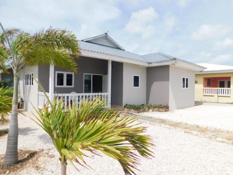 RE/MAX real estate, Curacao, Grote Berg, Grote Berg - Newly built 3-bedroom villa in modern style for rent