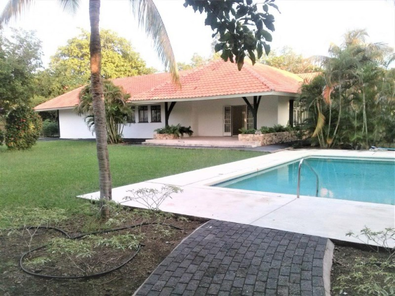 RE/MAX real estate, Curacao, Julianadorp, Julianadorp - Original tropical house with pool and two apartments