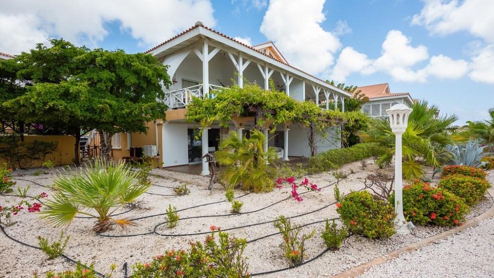 RE/MAX real estate, Curacao, Jan Thiel, Jan Thiel - Spacious apartment on ground floor for sale in Masbango