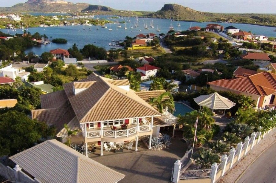 RE/MAX real estate, Curacao, Brakkeput Abou, Brakkeput Abao - Villa with gorgeous view over the Spanish Water
