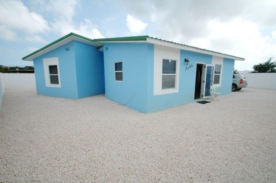 RE/MAX real estate, Curacao, Brakkeput Abou, Brakkeput Mei Mei - Detached 3-bedroom house for rent on Curacao