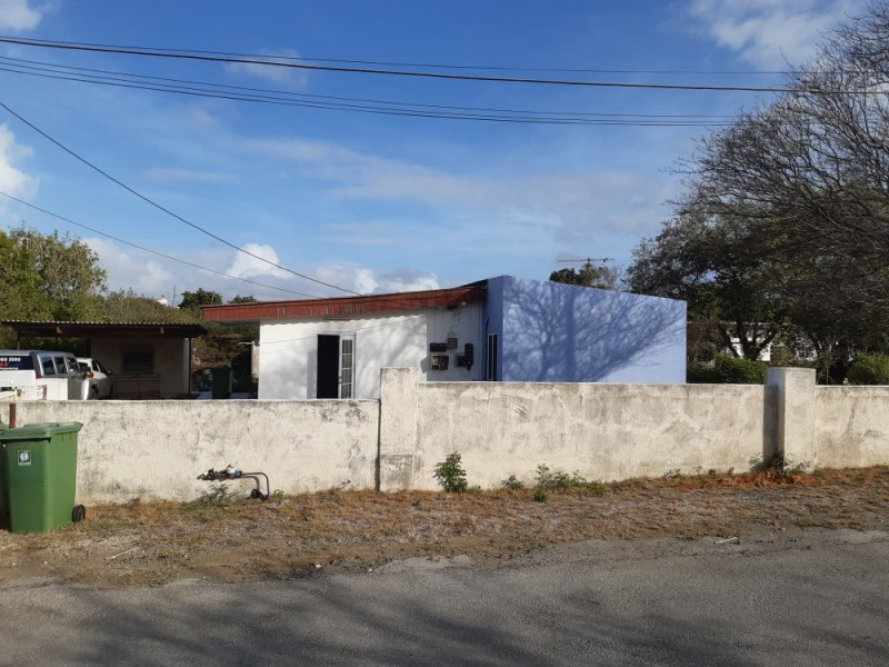 RE/MAX real estate, Curacao, Montaña, Three bedroom house on a very large lot in Montagne Rey