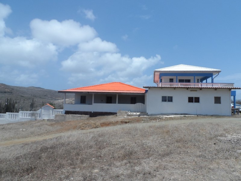 RE/MAX real estate, Curacao, Banda Abou, Zorgvliet - Uniquely located home with apartment and studio for sale