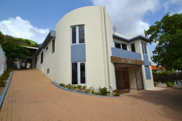 RE/MAX real estate, Curacao, Salinja, Salinja Abou - Modern style villa with pool