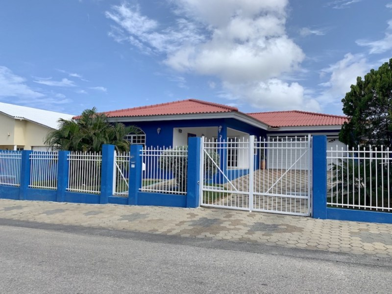 RE/MAX real estate, Curacao, Sunset Heights, Sunset Heights – Spacious villa with private pool