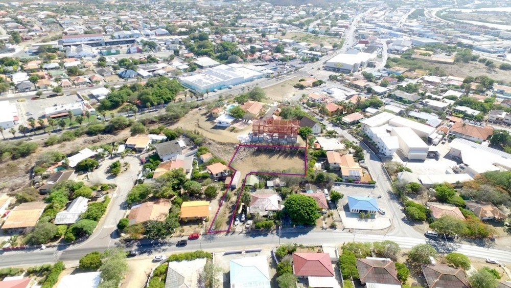 RE/MAX real estate, Curacao, Janwe, Saturnusstraat – Central lot, commercial or residential purposes