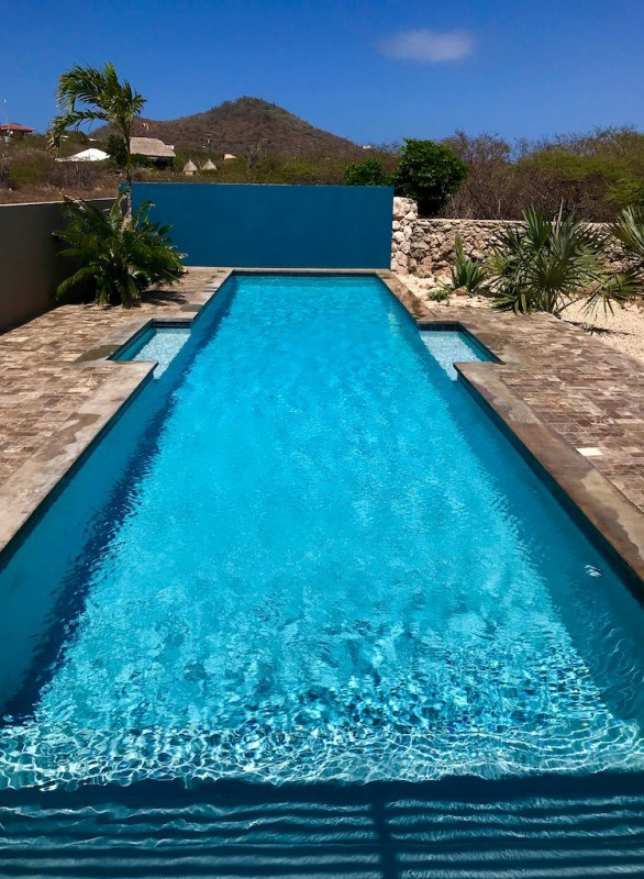 RE/MAX real estate, Curacao, Banda Abou, Small dive/vacation resort: house, pool, 3 apartments and small shop