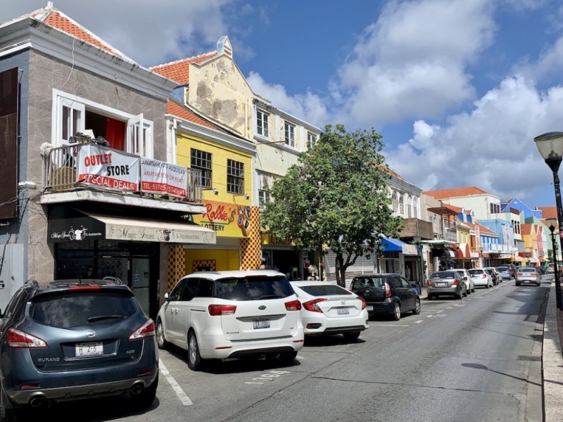 RE/MAX real estate, Curacao, Otrobanda, Breedestraat - Centrally located commercial building incl apartments