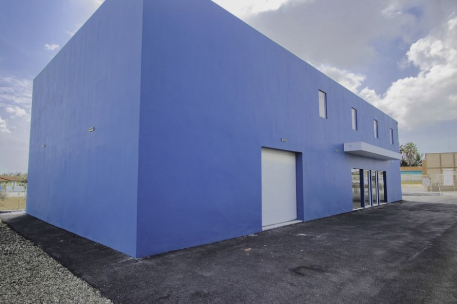 RE/MAX real estate, Curacao, Veeris, Veeris - Commercial Building for rent offering many possibilities