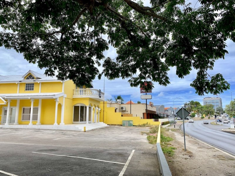 RE/MAX real estate, Curacao, Salinja, Salinja - Spectacular spacious commercial building in financial heart