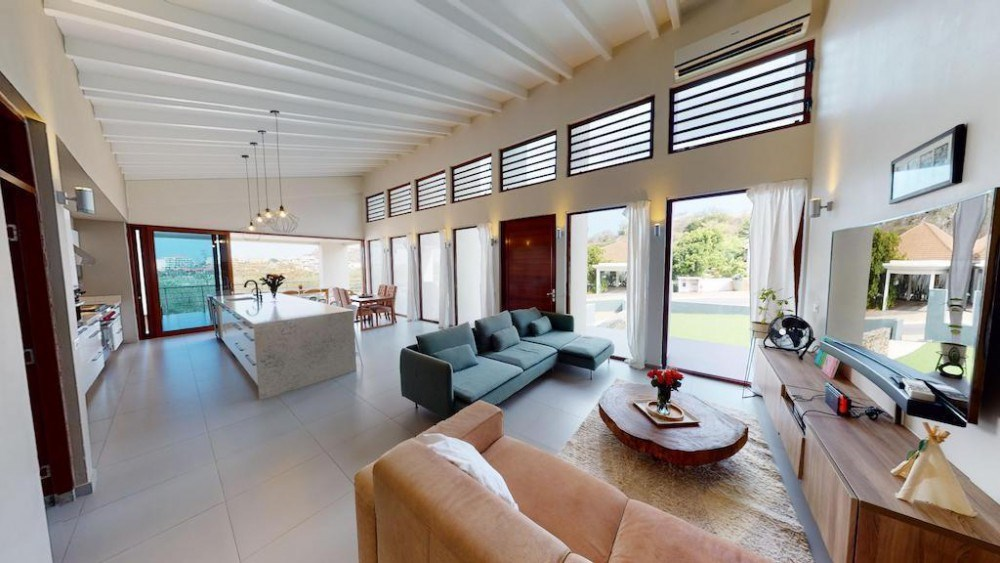 RE/MAX real estate, Curacao, Blue Bay, Blue Bay - Beautiful villa for sale including apartment