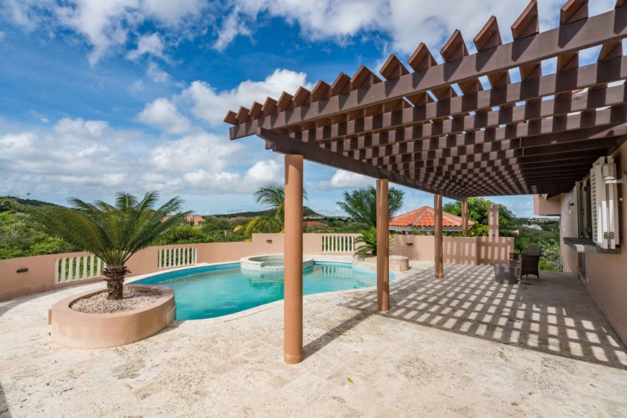RE/MAX real estate, Curacao, Blue Bay Golf & Beach Resort, Blue Bay - Family villa with gorgeous views and private pool