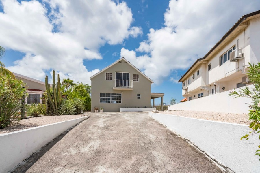RE/MAX real estate, Curacao, Curasol, Curasol - Beautiful detached house with 4 bedrooms for rent
