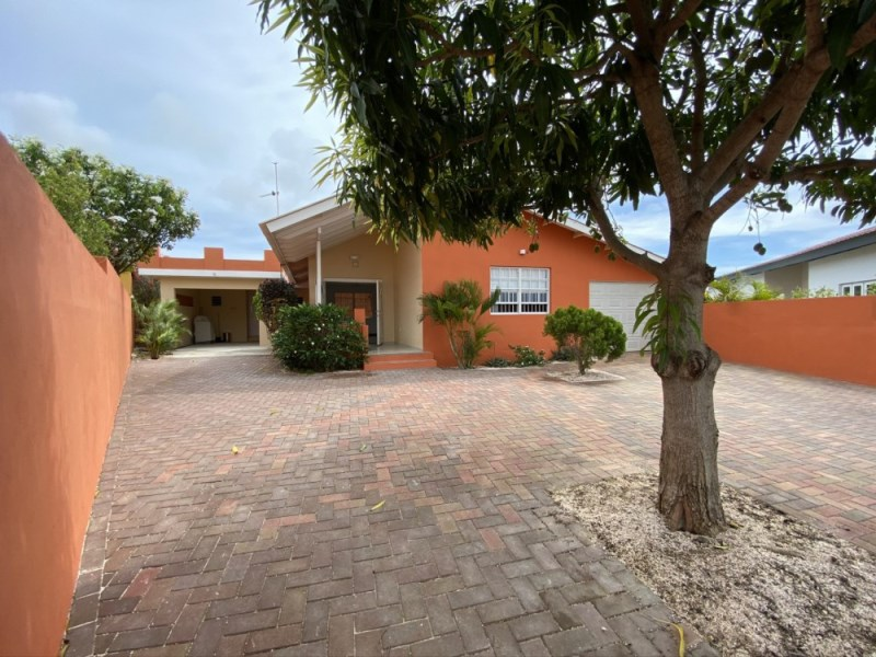 RE/MAX real estate, Curacao, Brakkeput Abou, Brakkeput - Cozy two bedroom house with detached apartment and rooftop