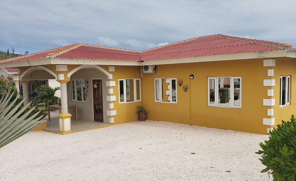 RE/MAX real estate, Curacao, Brakkeput Abou, Brakkeput: Detached family house for sale in very popular neighborhood