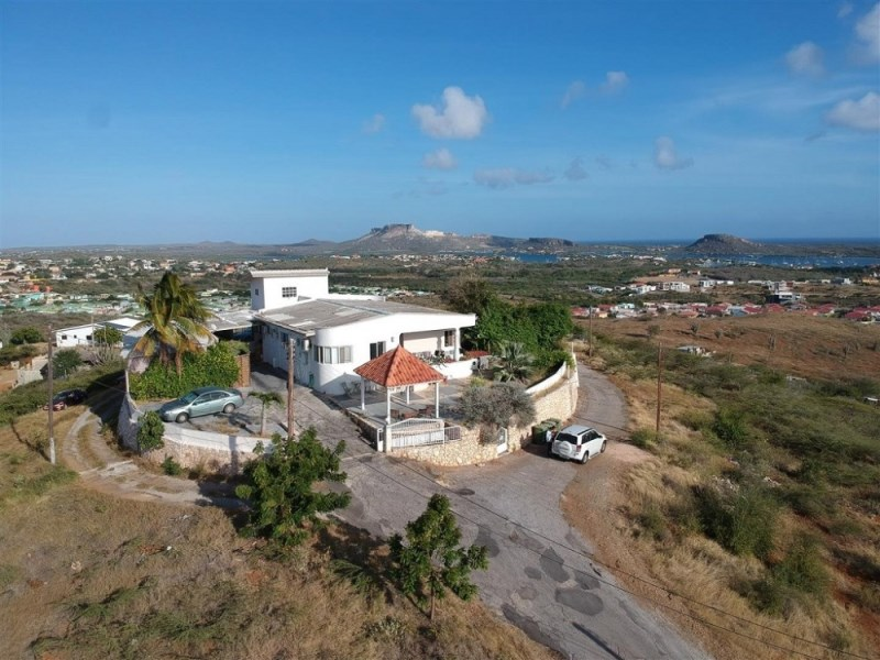 RE/MAX real estate, Curacao, Brakkeput Abou, Brakkeput home on incredible large lot with Seaview 4047m2