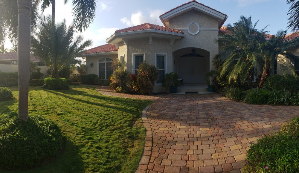 RE/MAX real estate, Curacao, Toni Kunchi, Elegant Villa in Toni Kunchi for rent