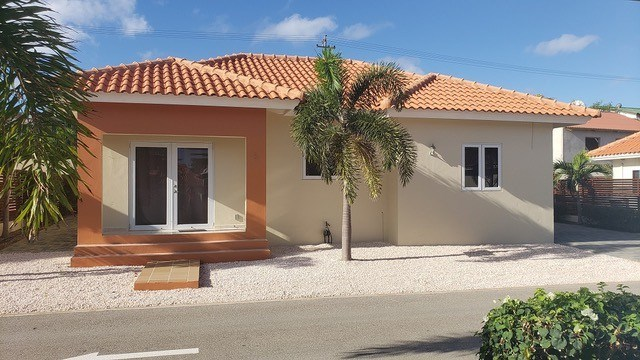 RE/MAX real estate, Curacao, Bottelier, Toscana Estate - Modern 2 bedroom house with high ceiling