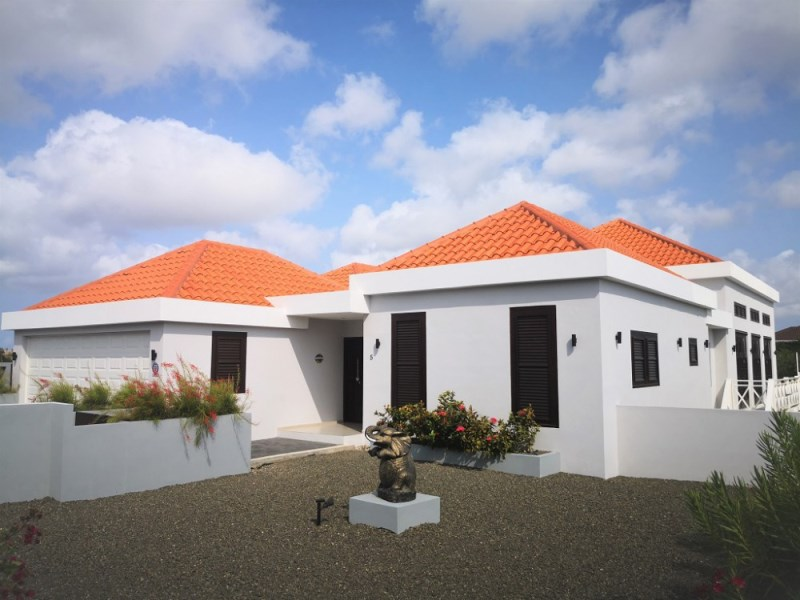 RE/MAX real estate, Curacao, Zuurzak, Zuurzak - Luxurious 4-bedroom Villa with Infinity Pool