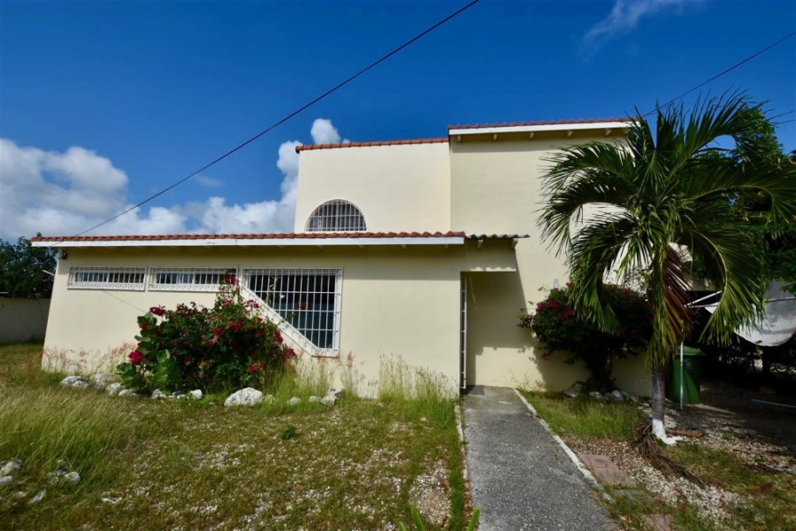 RE/MAX real estate, Curacao, Kwartje, Kwartje – Spacious two level 4 bedroom home for rent