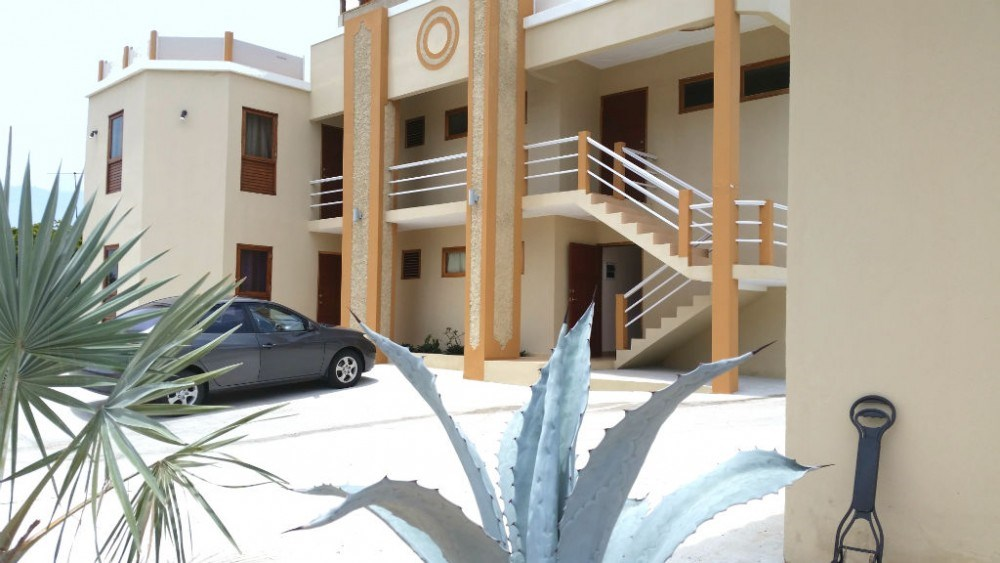 RE/MAX real estate, Curacao, Mahuma, Mahuma - Fully furnished 1- and 2-bedroom apartments with pool