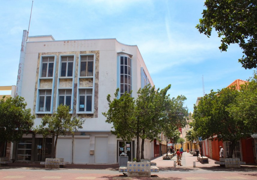 RE/MAX real estate, Curacao, Punda, Punda - Commercial property for rent in the heart of Willemstad