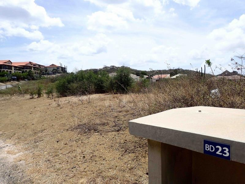 RE/MAX real estate, Curacao, Blue Bay, Blue Bay BD-23 - Spacious to build your dreamhouse on a gated resort