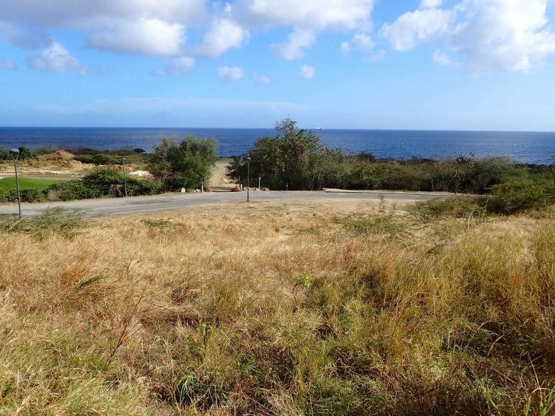 RE/MAX real estate, Curacao, Blue Bay Golf & Beach Resort, Blue Bay BT-10 - Large lot located in a corner and close to the beach