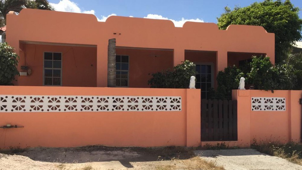 RE/MAX real estate, Curacao, Banda Abou, Tera Kora - Colourful 3-bedroom house for sale