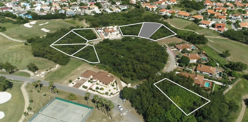 RE/MAX real estate, Curacao, Blue Bay Golf & Beach Resort, Blue Bay BJ-8 - Large lot for sale on a top location of the J section