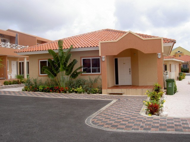 RE/MAX real estate, Curacao, Piscadera, Piscadera - Bungalow villa on central location on resort with pool