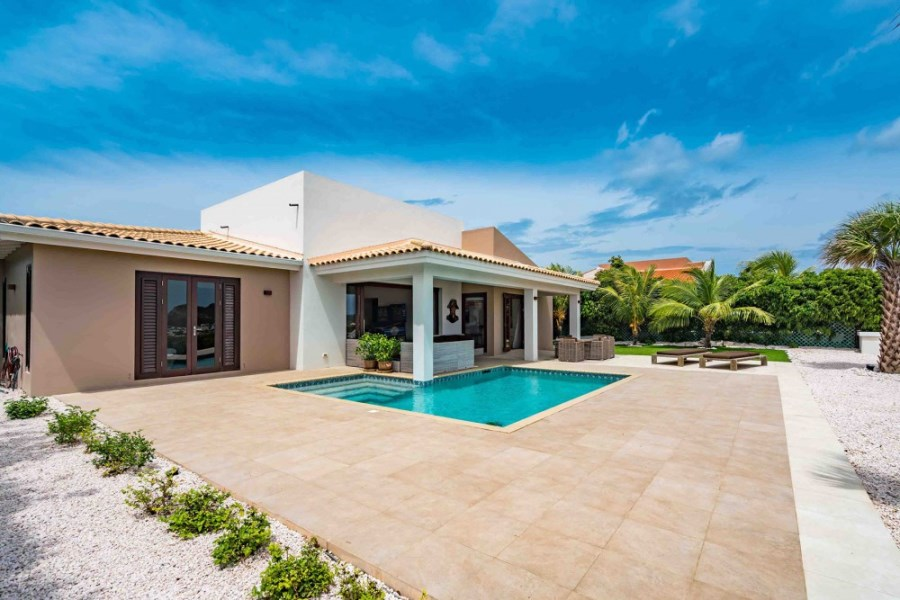 RE/MAX real estate, Curacao, Blue Bay Golf & Beach Resort, Blue Bay - Modern villa with breathtaking views for sale