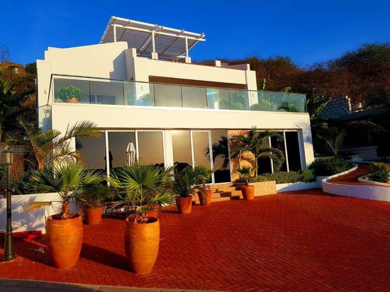 RE/MAX real estate, Curacao, Blue Bay Golf & Beach Resort, First Time Offered! Beautiful villa with ocean view and great ROI