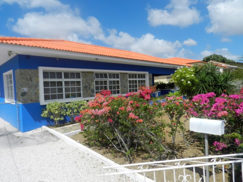 RE/MAX real estate, Curacao, Marie Pampoen, Marie Pampoen - Successful student housing for sale with 10 bedrooms
